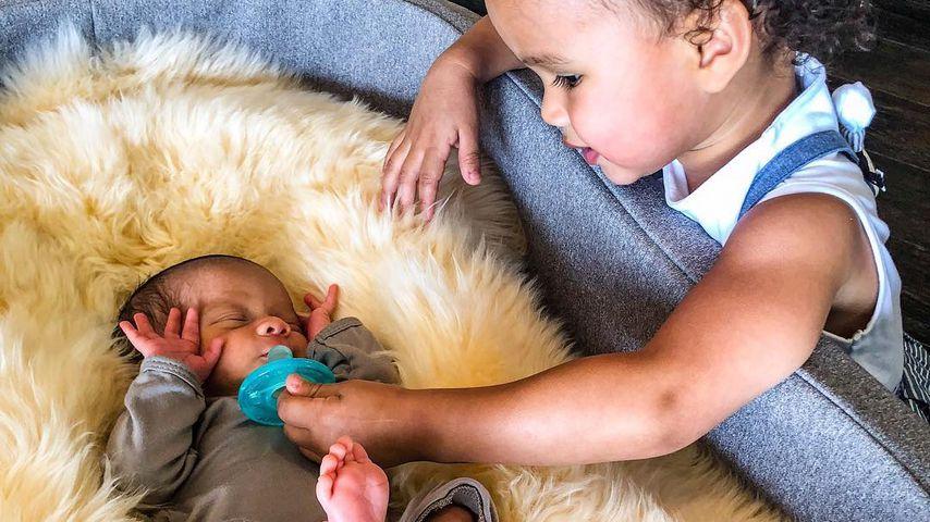 Chrissy Teigens Tochter Luna kümmert sich um ihren Bruder Miles