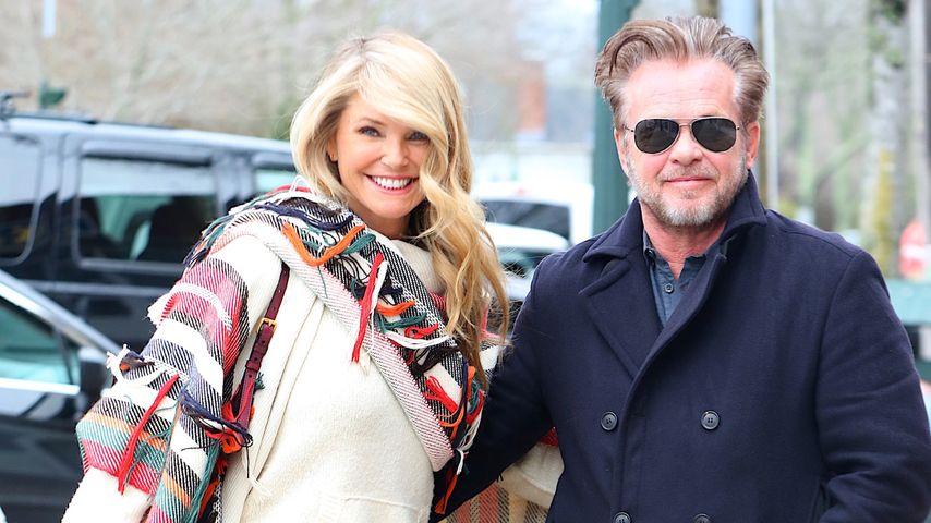 """Christie Brinkley und Freund John Mellencamp auf dem Weg ins """"Sip & Soda""""-Restaurant in New York"""