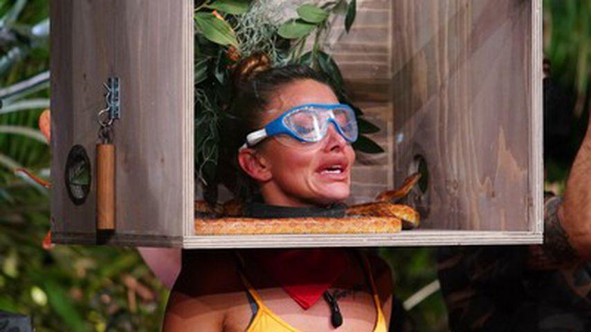 Reality-TV-Star Christina Dimitriou bei einer Dschungelprüfung