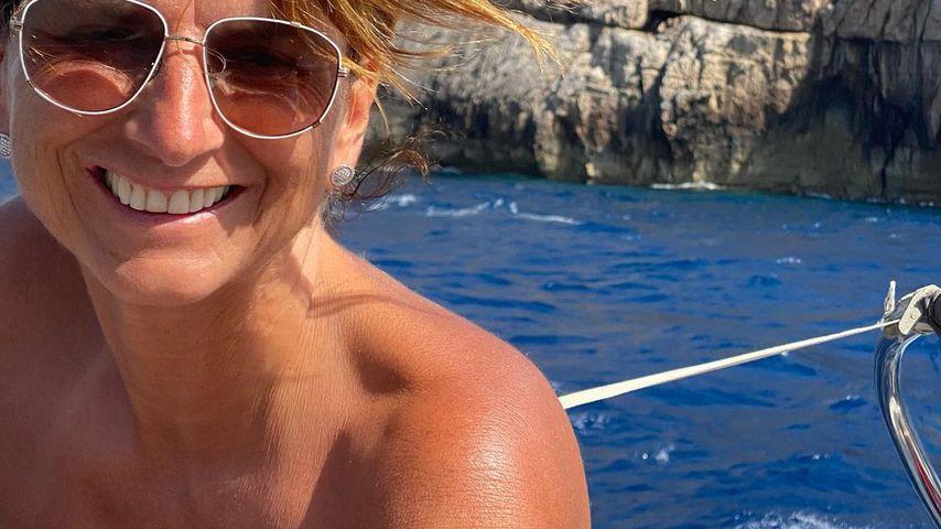 Oh, là, là! Claudia Obert zeigt sich oben ohne auf Boot