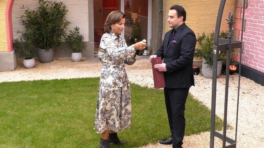"Claudia Obert und Kandidat Thomas Mario bei ""Claudias House of Love"""