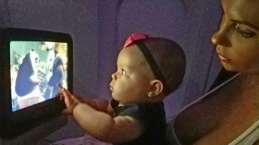 Baby Chanel zu nah vorm TV: Shitstorm für Mama Coco!