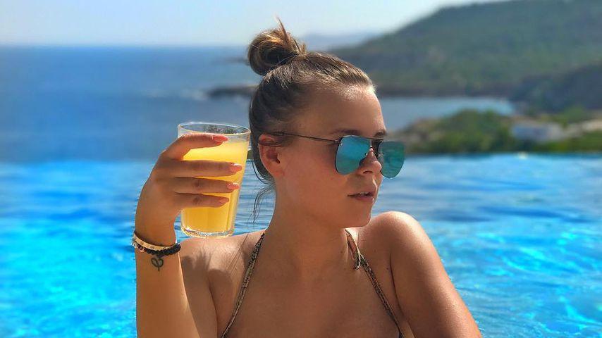 """""""Eine Schönheit"""": Fans feiern Dagi Bees Urlaubs-Pool-Pic!"""
