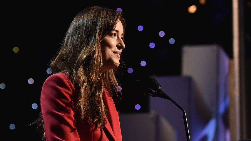 Dakota Johnson bei einer Rede in Hollywood 2017
