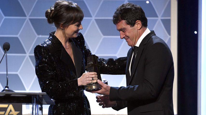 Dakota Johnson überreicht Antonia Banderas den Hollywood Actor Award, 2019
