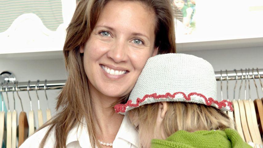 Dana und Emma Schweiger im Juni 2006