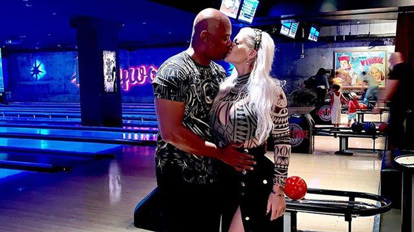 Daniel Charlier und Sophia Vegas in einem Bowling-Center in Kalifornien