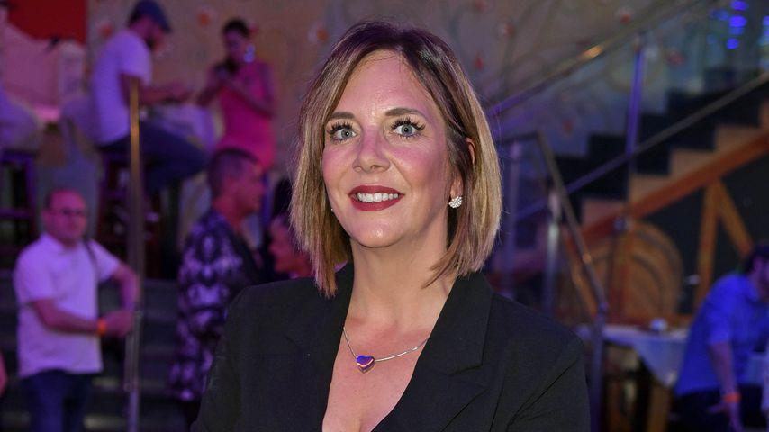 Daniela Büchner im sexy Blazer-Kleid beim Megapark-Opening!