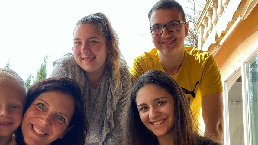 Daniela Büchner mit ihren fünf Kindern, April 2020