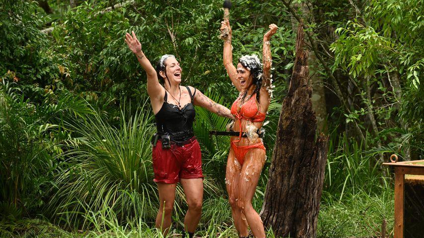 Daniela Büchner und Elena Miras im Dschungelcamp, Tag 8