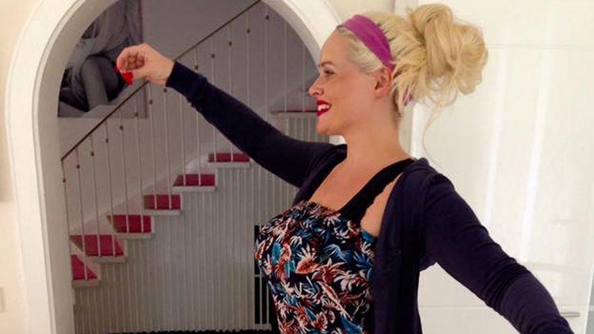 "Waghalsig: Daniela Katzenberger macht ""High Heels Yoga"""