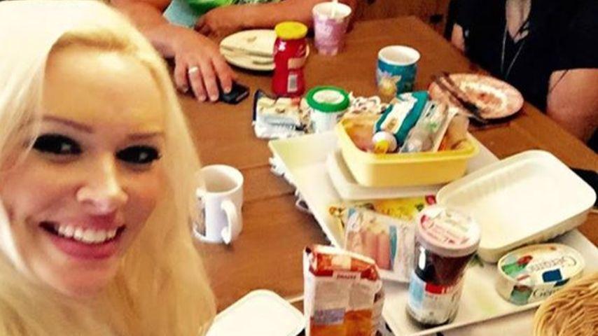 Bei ihren Eltern: Daniela Katzenberger strahlt als Neu-Mama