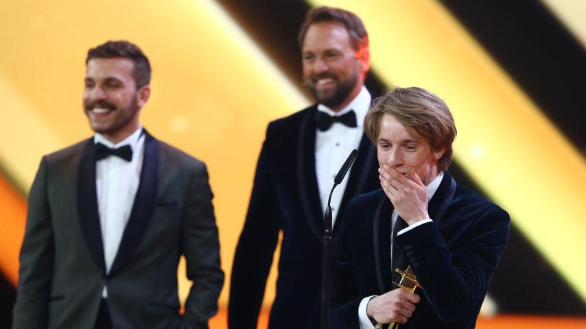 """""""Dark""""-Star Louis Hofmann während seinem Sieg bei der Goldenen Kamera 2018"""