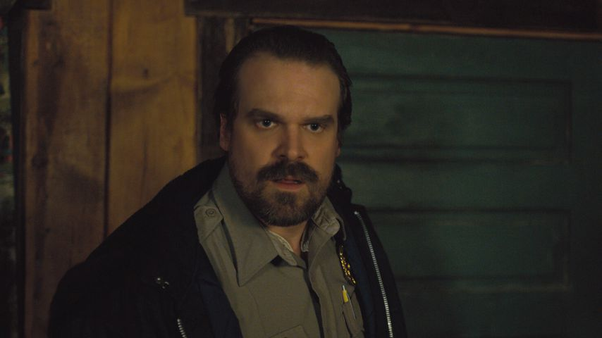 "David Harbour in ""Stranger Things"" Staffel 2"