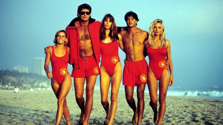 """David Hasselhoff (2.v.l.) mit dem """"Baywatch""""-Cast"""