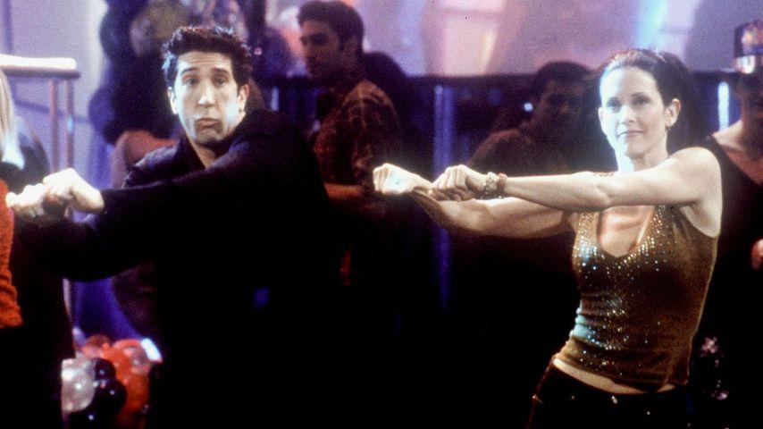 """David Schwimmer und Courteney Cox tanzen in """"Friends"""", 2000"""