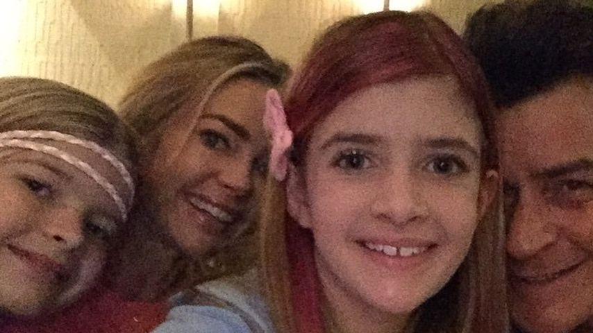 Denise Richards und Charlie Sheen mit ihren beiden Töchtern, 2015