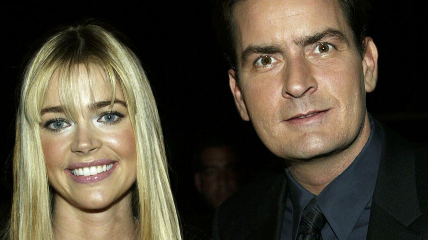 Denise Richards und Charlie Sheen im Oktober 2003