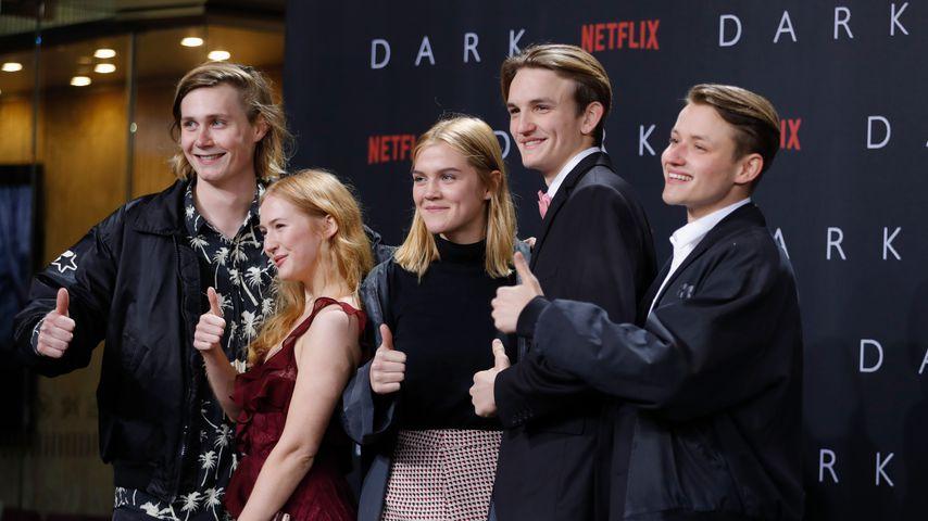 """Der Cast von """"Dark"""" auf der Serienpremiere 2017"""