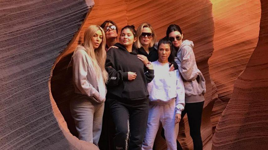 Mit ihren Mädels: Kris Jenner teilt cooles Familienfoto!