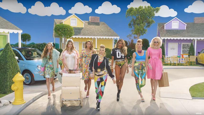 """Devon Aoki, Tara Lynn, Chrissy Teigen, Fergie, Ciara, Natasha Poly und Gemma Ward in """"M.I.L.F."""""""