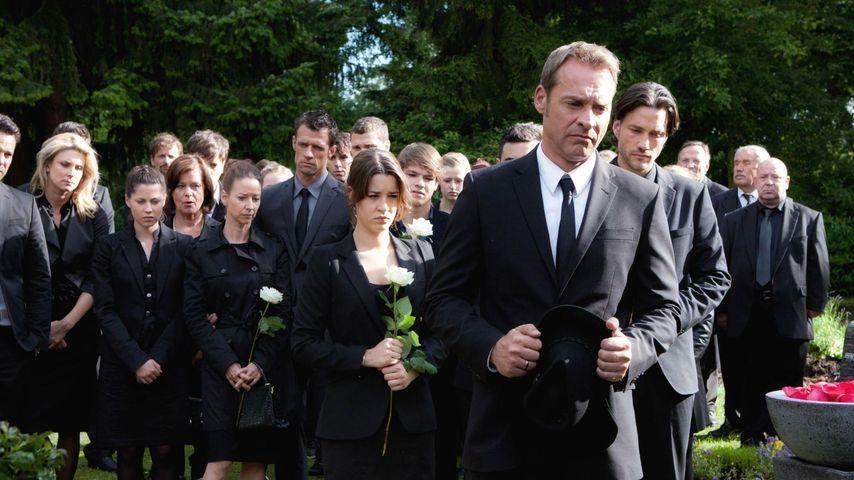Unter uns-Beerdigung: So hart war es für die Stars