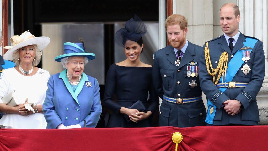Ehre bei Militär-Jubiläum: Meghan steht direkt neben Queen!