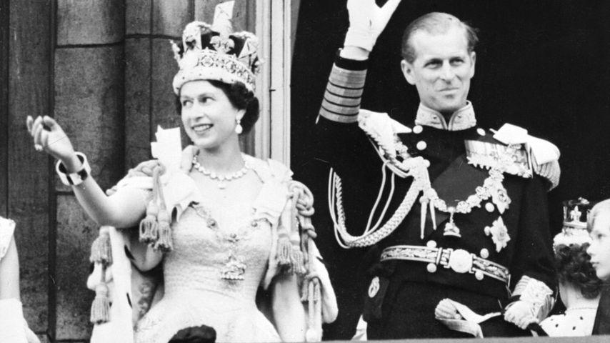 Queen Elizabeth II. und ihr Mann Prinz Philip nach der Krönungszeremonie im Jahr 1953
