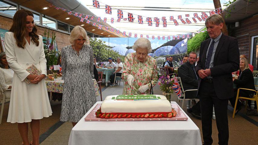 Herzogin Kate, Herzogin Camilla und Queen Elizabeth II. in St. Austell