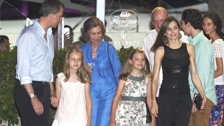 König Felipe, seine Töchter Leonor und Sofia, seine Eltern und seine Frau Königin Letizia