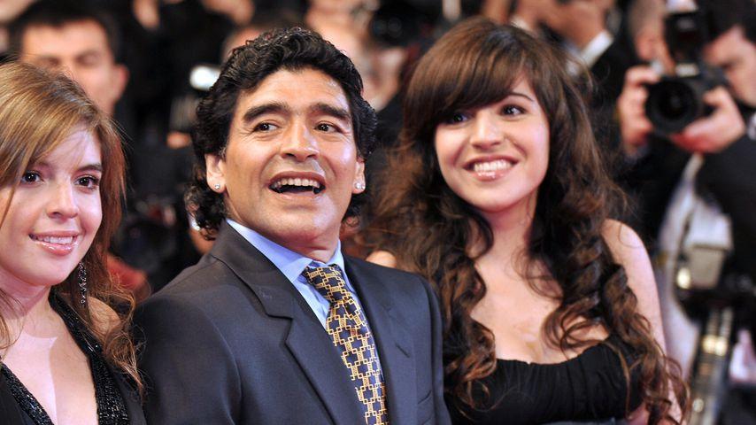 Diego Maradona mit seinen Töchtern Dalma und Giannina, 2008