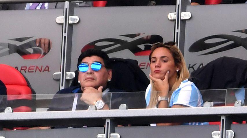 Diego Maradona und Rocio Oliva beim Spiel Frankreich gegen Argentinien