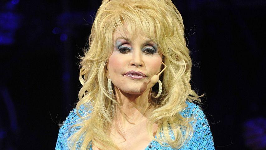 Dolly Parton: Geheime OP aus Angst vor Krebs!