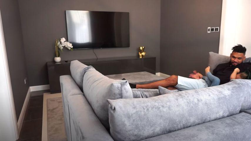 Dominic und Mia Harrison in ihrem neuen Haus in Dubai