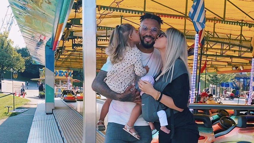 Dominic und Sarah Harrison mit ihren Kindern, September 2020