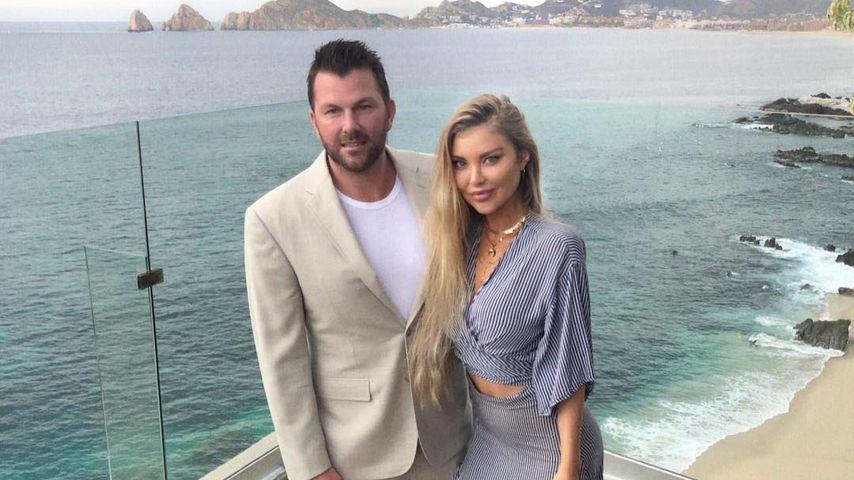 Doug Reinhardt und Mia Irons auf einer Hochzeit in Cabo San Lucas
