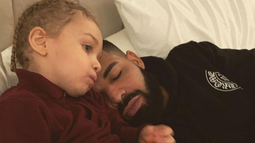 Drake teilt süßes Kuschelbild mit seinem Sohn Adonis (3)