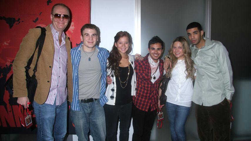 """Drake mit dem Cast von """"Degrassi"""" 2007"""
