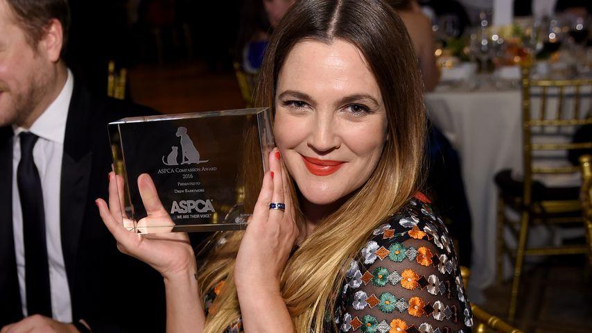 Drew Barrymore beweist: Lässig kann so cool aussehen!