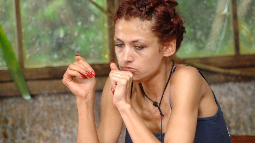 Fiona Erdmann isst Penis, scheitert aber am Hoden!