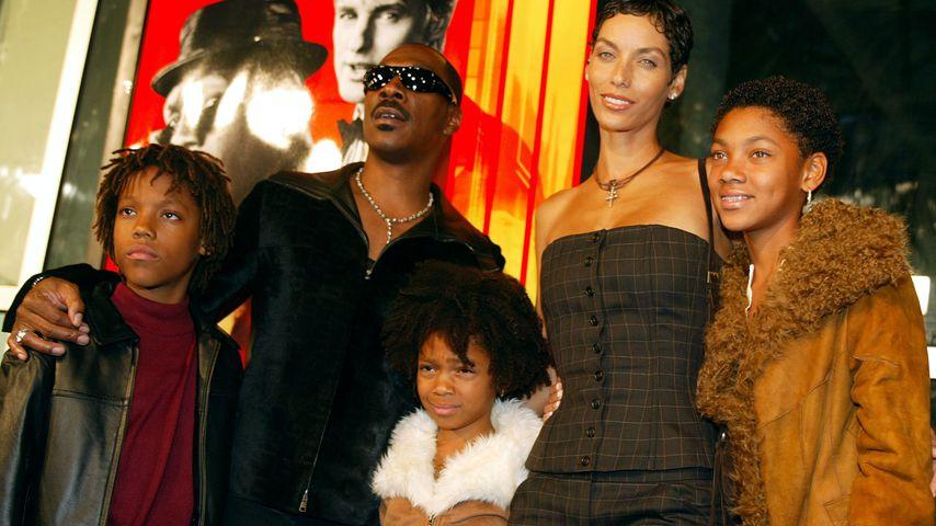 Eddie Murphy und seine Ex-Frau Nicole mit den Kindern Miley, Shayne und Brea, Oktober 2002
