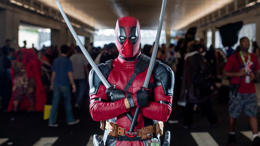 Ein Fan verkleidet als Deadpool auf der Comic-Con in NYC im Oktober 2018