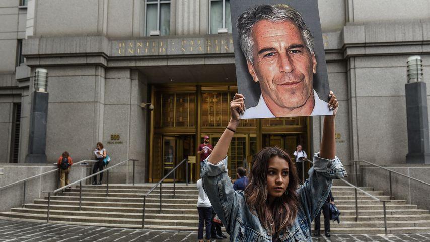 Ein Protest während des Jeffrey-Epstein-Prozesses in NYC im August 2019