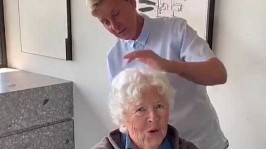 Ellen schneidet Mama zum 90. Haare: Sie hasst ihr Geschenk!