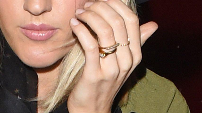 Wow! Welcher Promi trägt denn hier einen Ehering?