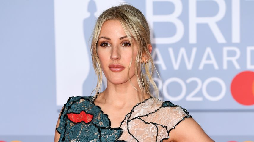 Sängerin Ellie Goulding im Cut-Out-Dress bei einer Musik-Preisverleihung