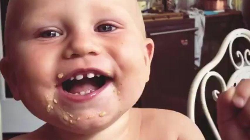 Süßer Gute-Laune-Fratz: Emil-Ocean lacht sich total schlapp