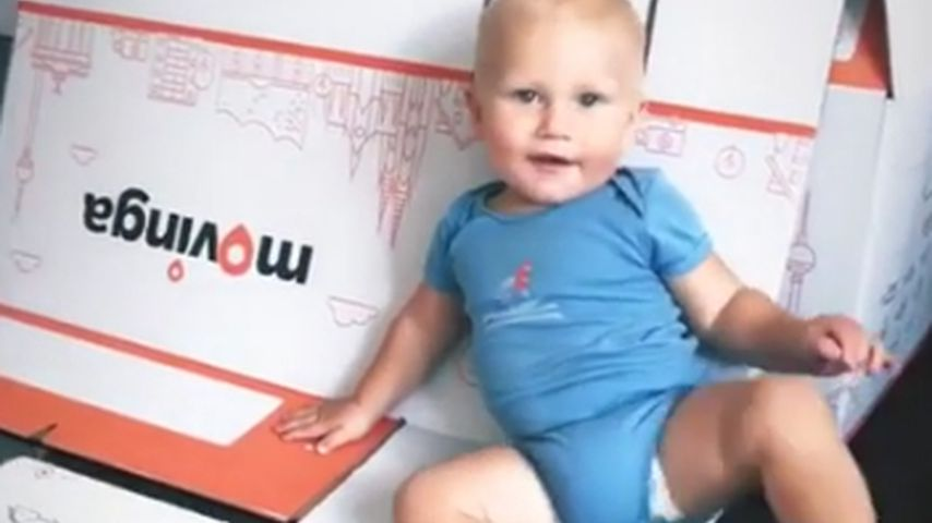 Kleiner Umzugshelfer: Emil-Ocean packt fleißig die Kartons!