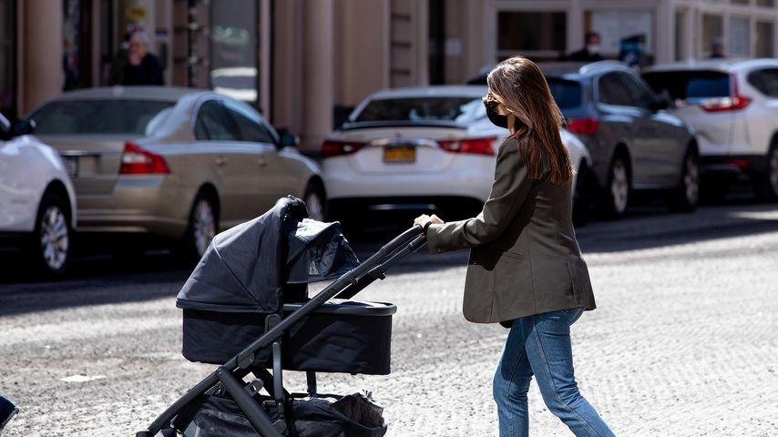 Emily Ratajkowski mit Baby Sylvester in New York