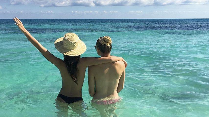 Emily Ratajkowski mit einer Freundin im Mexiko-Urlaub